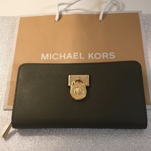 Michael Kors Olive Zip Wallet